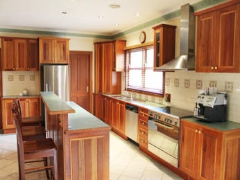 Wood panelling in a kitchen design from an Australian home - Kitchen Photo 8701773