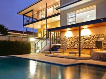 Photo of a geometric pool from a real Australian home - Pool photo 542282