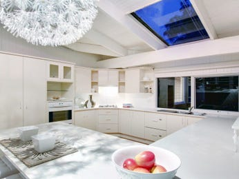 Ceiling skylight in a kitchen design from an Australian home - Kitchen Photo 7647157
