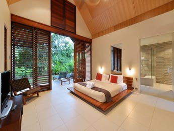 Modern bedroom design idea with wood panelling & exposed eaves using beige colours - Bedroom photo 8760433