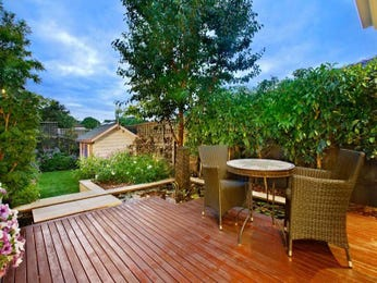 Walled outdoor living design with balcony & hedging using grass - Outdoor Living Photo 449717