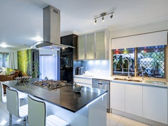 Frosted glass in a kitchen design from an Australian home - Kitchen Photo 7828117