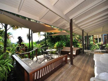 Multi-level outdoor living design with balcony & shade sail using timber - Outdoor Living Photo 398105
