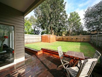 Outdoor living design with deck from a real Australian home - Outdoor Living photo 489106