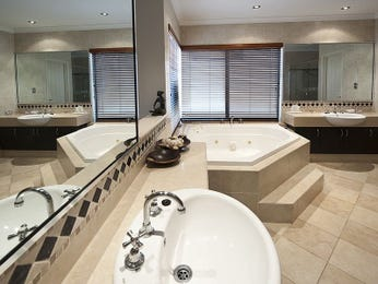 Asian-inspired bathroom design with claw foot bath using frosted glass - Bathroom Photo 114495