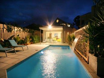 Tropical pool design using stone with cabana & decorative lighting - Pool photo 685422