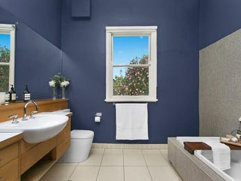 Ceramic in a bathroom design from an Australian home - Bathroom Photo 8573953