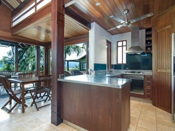 Country open plan kitchen design using timber - Kitchen Photo 8379629