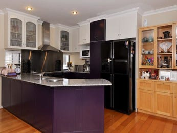 Modern u-shaped kitchen design using floorboards - Kitchen Photo 350309