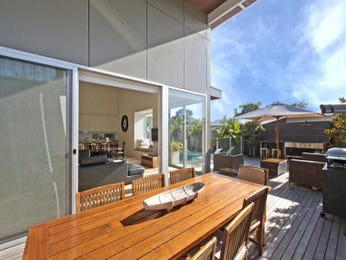Outdoor living design with deck from a real Australian home - Outdoor Living photo 169764