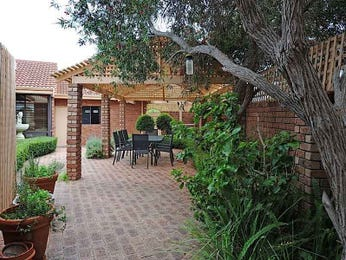 Indoor-outdoor outdoor living design with verandah & hedging using brick - Outdoor Living Photo 172345
