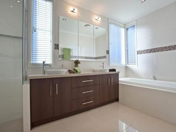 Modern bathroom design with recessed bath using ceramic - Bathroom Photo 172606