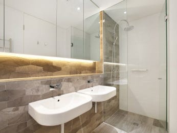 Frameless glass in a bathroom design from an Australian home - Bathroom Photo 8642057