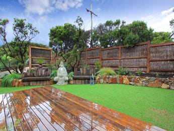 Landscaped garden design using grass with outdoor dining & cubby house - Gardens photo 174652