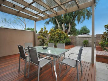 Outdoor living design with deck from a real Australian home - Outdoor Living photo 176436