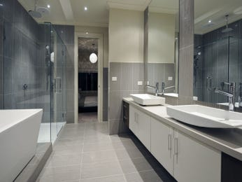 Modern bathroom design with freestanding bath using frameless glass - Bathroom Photo 177841