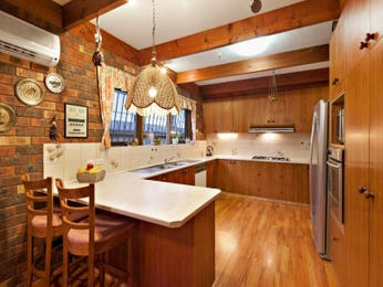 Timber in a kitchen design from an Australian home - Kitchen Photo 8775609