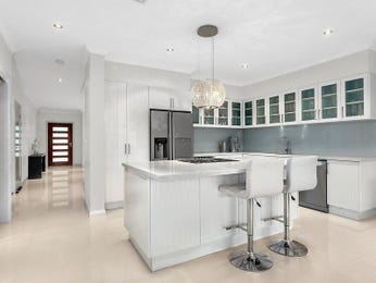 Frosted glass in a kitchen design from an Australian home - Kitchen Photo 16053633