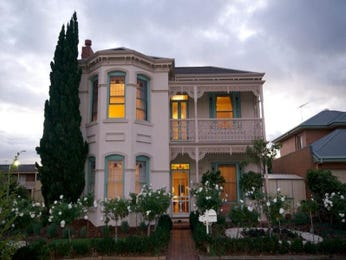 Rendered brick queen anne house exterior with balcony & landscaped garden - House Facade photo 513937