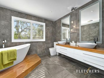 Modern bathroom design with freestanding bath using ceramic - Bathroom Photo 17228881