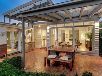 Outdoor living design with outdoor dining from a real Australian home - Outdoor Living photo 8062597