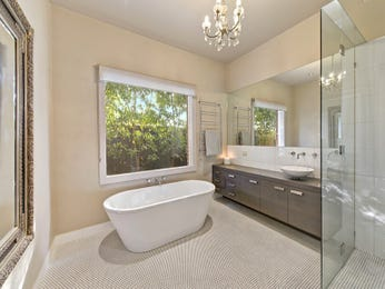 Ceramic in a bathroom design from an Australian home - Bathroom Photo 8803209