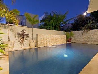 Geometric pool design using natural stone with retaining wall & rockery - Pool photo 230147