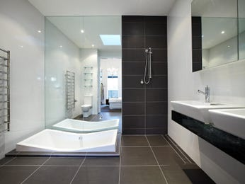 Classic bathroom design with corner bath using ceramic - Bathroom Photo 230180