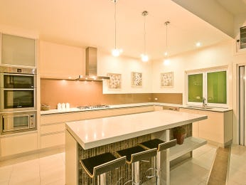 Modern island kitchen design using glass - Kitchen Photo 230958