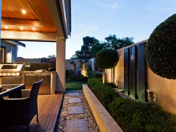 Outdoor living design with retaining wall from a real Australian home - Outdoor Living photo 7095745