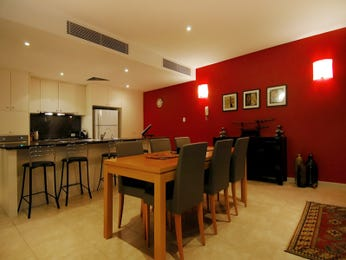 Dining area ideas with feature wall for Dining room feature wall ideas