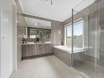 Frameless glass in a bathroom design from an Australian home - Bathroom Photo 7841505