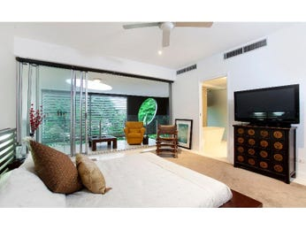 Modern bedroom design idea with carpet & balcony using black colours - Bedroom photo 354199