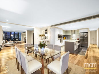Classic dining room idea with floorboards & floor-to-ceiling windows - Dining Room Photo 15895801