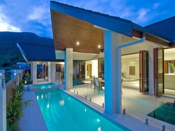 Modern pool design using glass with glass balustrade & decorative lighting - Pool photo 237665