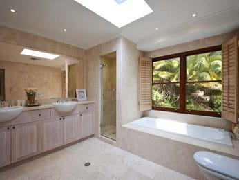 Country bathroom design with recessed bath using ceramic - Bathroom Photo 433331