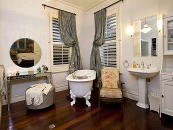 Classic bathroom design with claw foot bath using ceramic - Bathroom Photo 238064