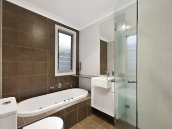 Classic bathroom design with claw foot bath using tiles - Bathroom Photo 239478