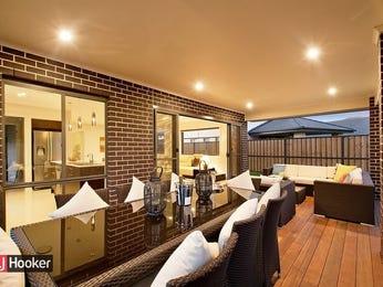 Indoor-outdoor outdoor living design with outdoor dining & outdoor furniture setting using brick - Outdoor Living Photo 1771965
