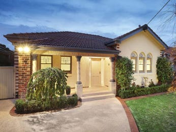 Brick californian bungalow house exterior with portico & hedging - House Facade photo 508478