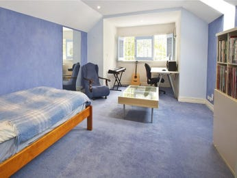 Classic bedroom design idea with carpet & louvre windows using blue colours - Bedroom photo 432496