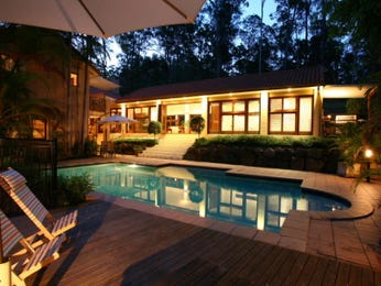 Geometric pool design using pavers with decking & outdoor furniture setting - Pool photo 291993