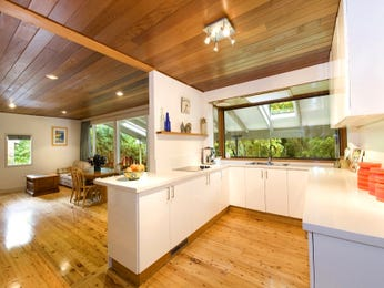 Country u-shaped kitchen design using floorboards - Kitchen Photo 1273704