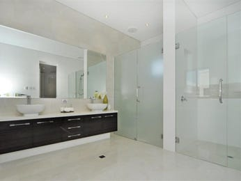 Modern bathroom design with freestanding bath using marble - Bathroom Photo 421357