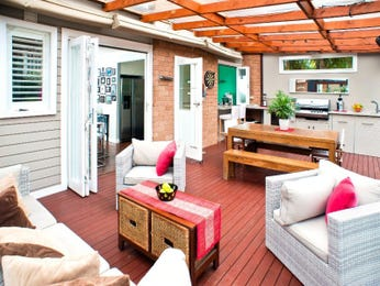 Outdoor living design with deck from a real Australian home - Outdoor Living photo 8975313