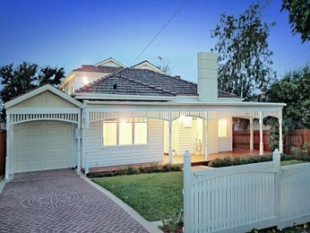 Brick edwardian house exterior with picket fence & landscaped garden - House Facade photo 294044
