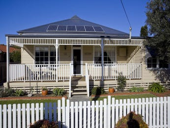 Weatherboard edwardian house exterior with picket fence & landscaped garden - House Facade photo 294379