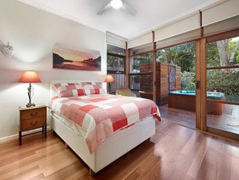 Classic bedroom design idea with floorboards & floor-to-ceiling windows using pink colours - Bedroom photo 7967529