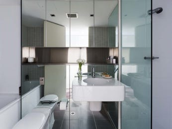 Ceramic in a bathroom design from an Australian home - Bathroom Photo 15011477