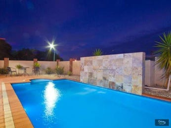 Geometric pool design using slate with retaining wall & decorative lighting - Pool photo 1246635